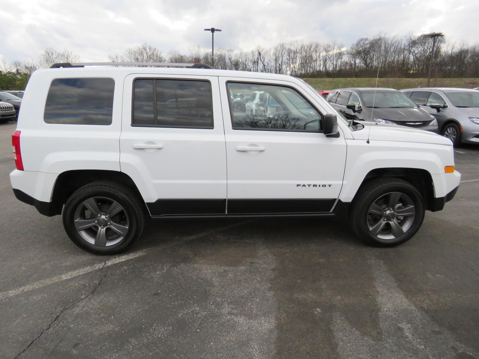 White Jeep Patriot >> New 2017 Jeep Patriot Sport Se Sport Utility B1218 Freeland Auto
