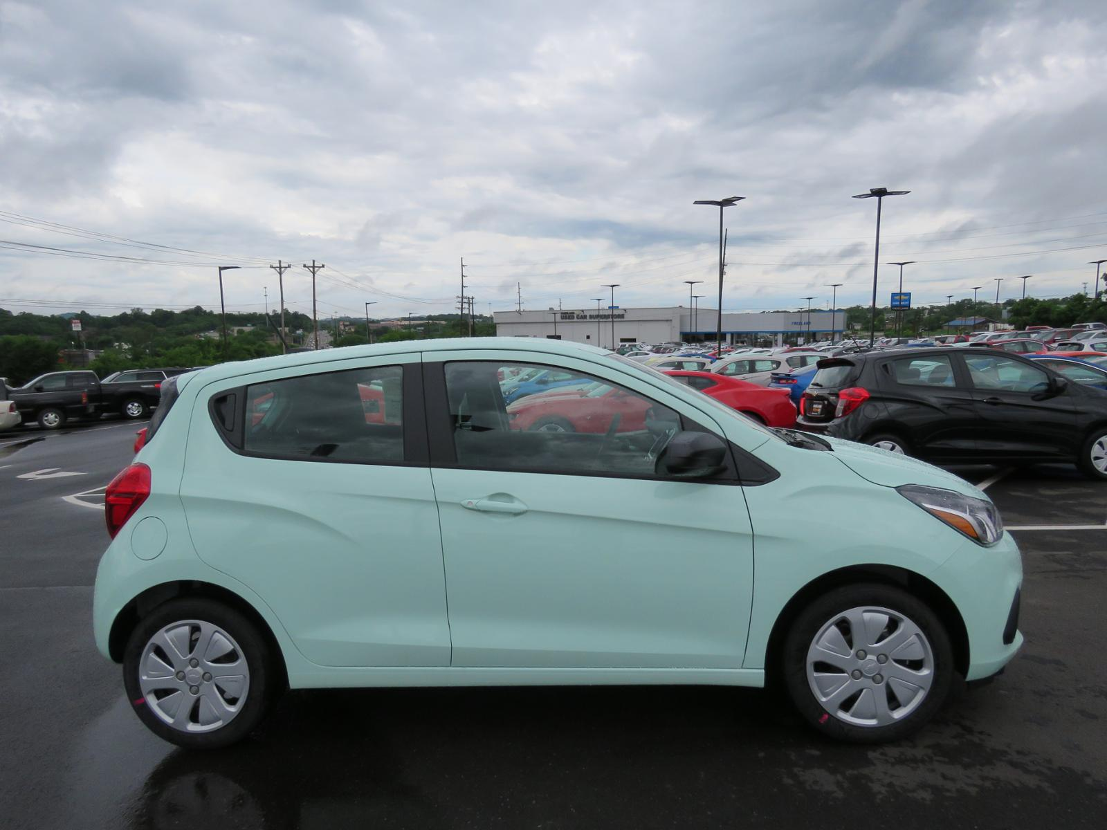 reviews hatchback cutout spark carbuyer review chevrolet